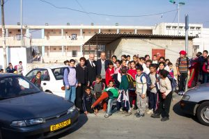 Yisrayl Hawkins and school children in Isreal