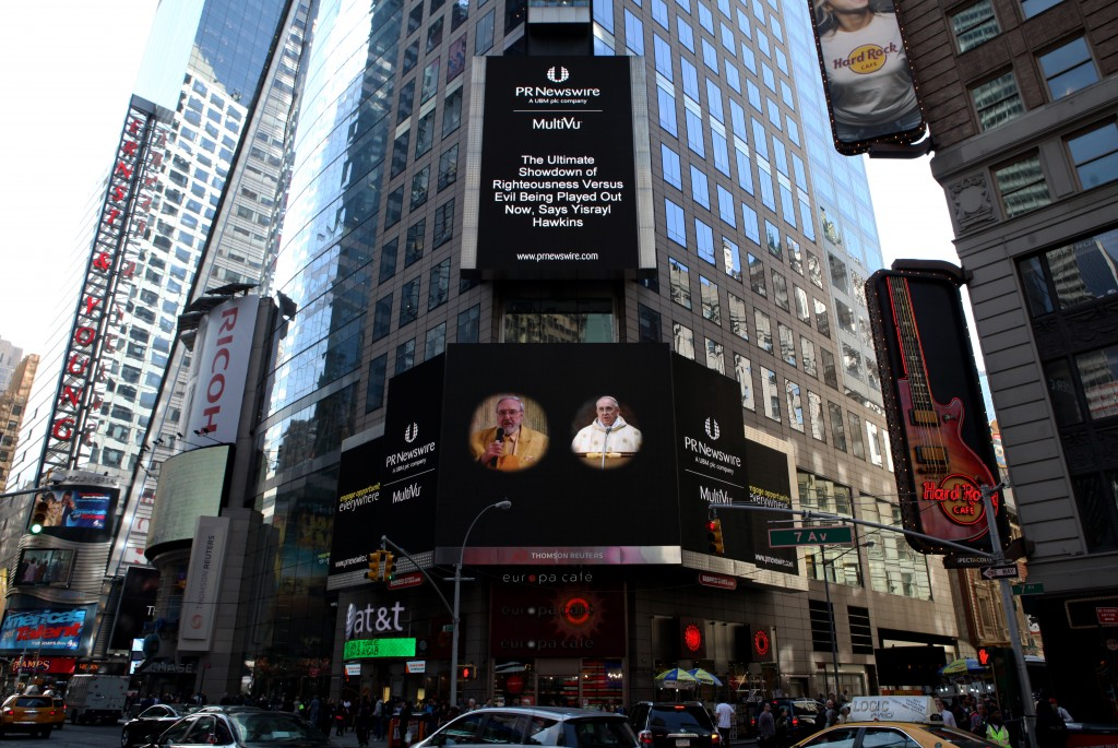 Yisrayl Hawkins Beside Pope Francis In Times Square
